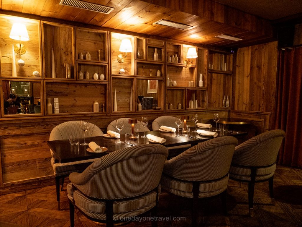 Table en intérieur au restaurant Vie Montagne à Verbier en Suisse