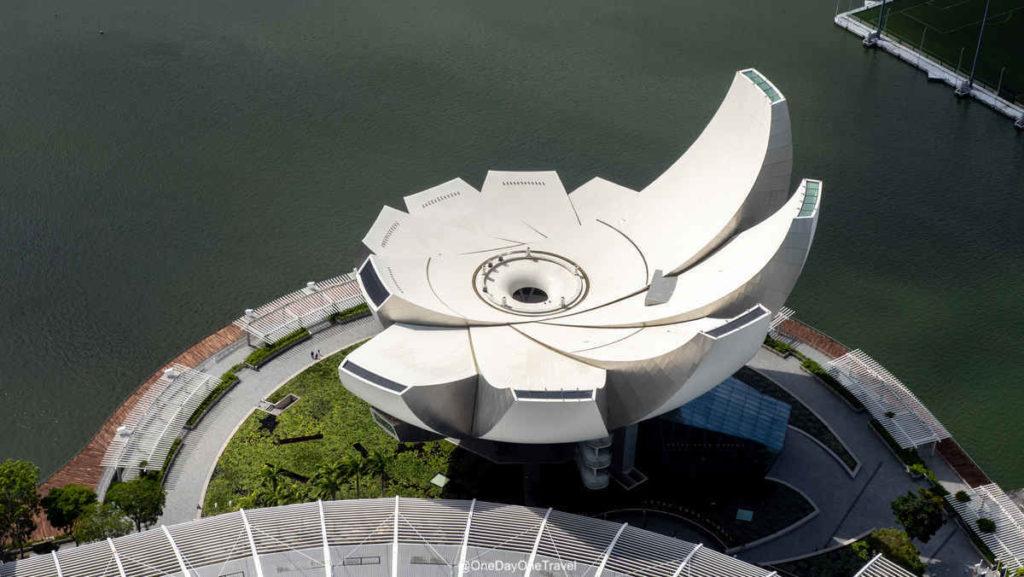 Singapour ArtScience Museum vu depuis Marina Bay Sands