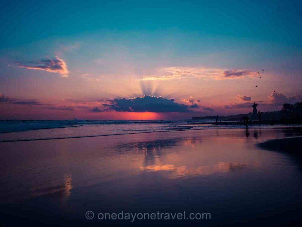 Coucher de soleil sur la plage - Sud de Bali