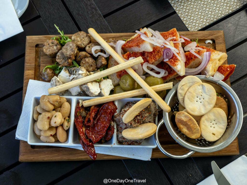 Plateau de dégustation de produits locaux maltais. Brown's kitchen à La Valette - Visiter Malte pour la première fois