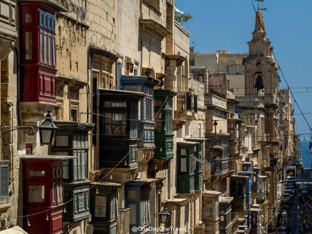 Balcons de la rue Saint Paul à La Valette Malte - Visiter Malte à pied pour la première fois