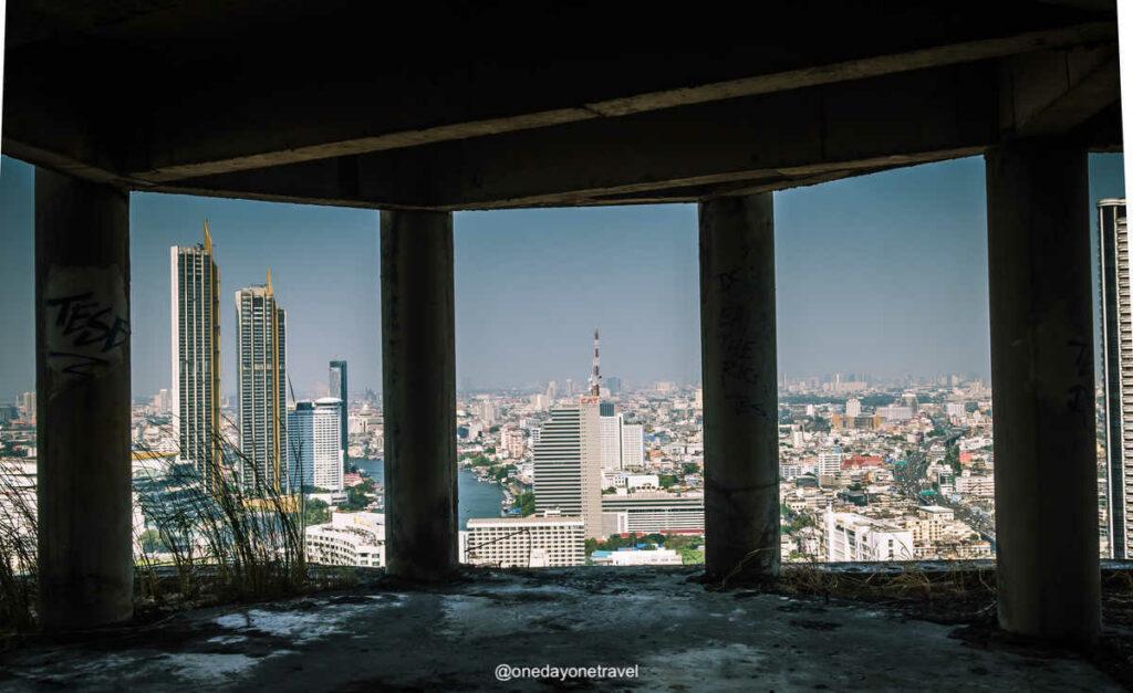 5 bonnes raisons de visiter Bangkok insolite : La Ghost tower de Bangkok