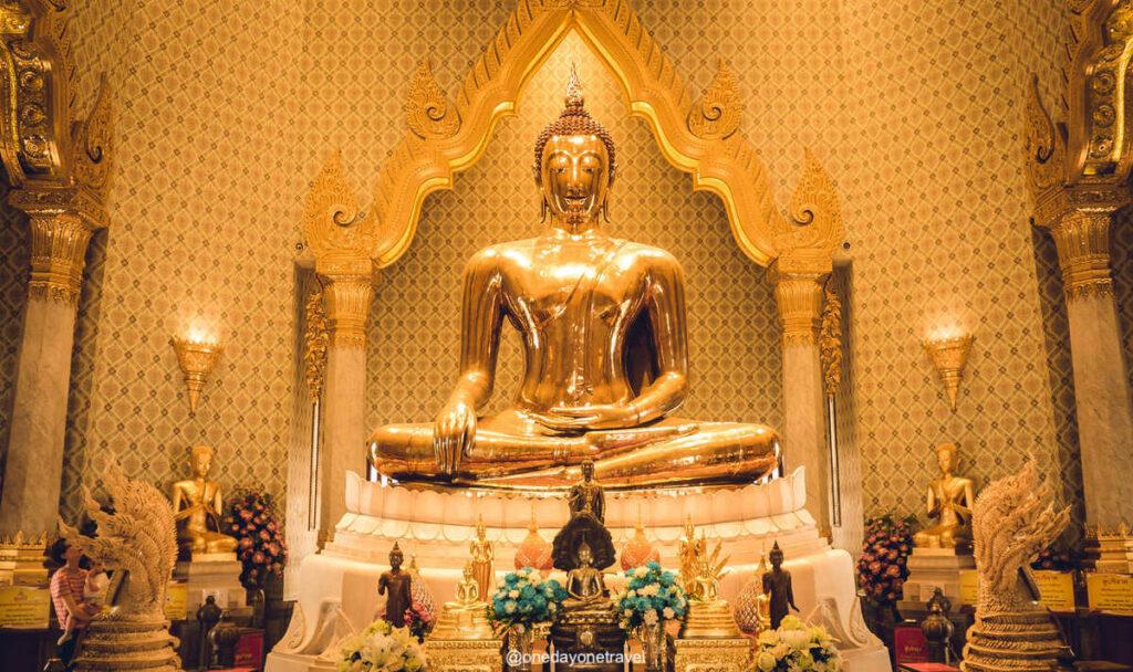 Bouddha du temple Wat Traimit - Visiter Bangkok insolite